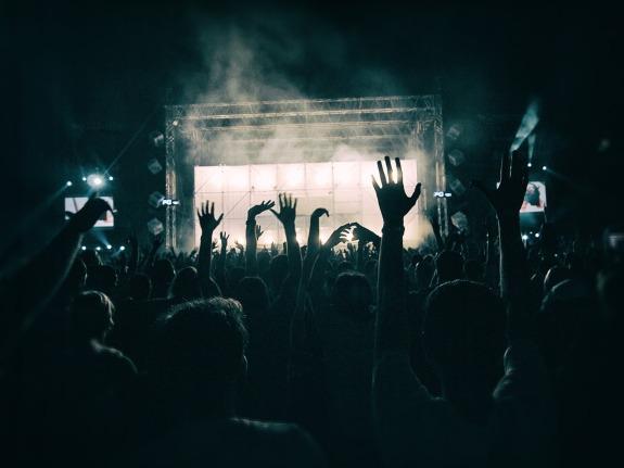 crowd-1056764_1280